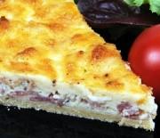 Torta salata con formaggio e salame