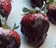 Fragole ricoperte con cioccolato fondente