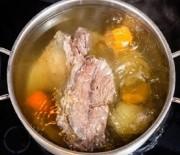 Brodo di carne di manzo o vitello