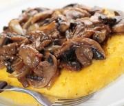 crostini-di-polenta-con-funghi-e-lardo
