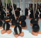 Pinguini preparati con olive, mozzarelle e carote