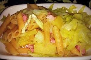Penne al farro con verza patate e pancetta